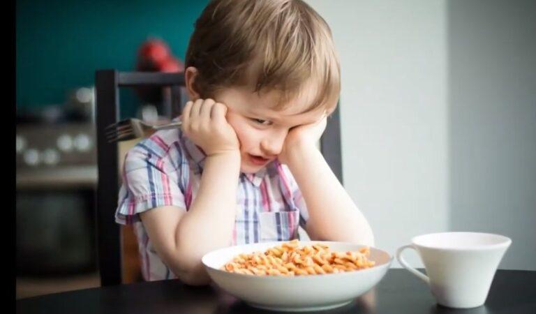 طرق لفتح شهية الطفل و إطعامه بكل سهولة | كيف تتعاملين مع طفلك الذي يرفض الطعام؟